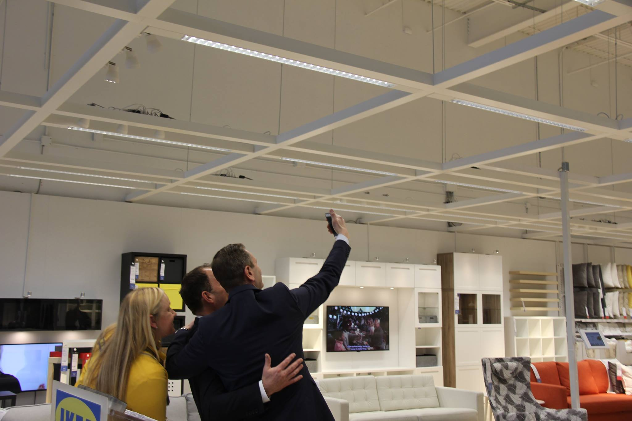 "Mayor Sendzik welcomes IKEA to ""Team St. Catharines"" at official opening"
