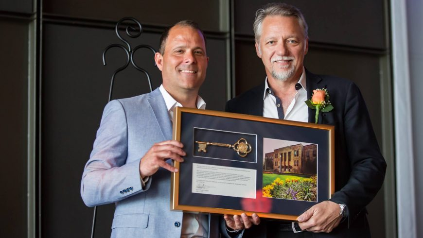 Mayor Sendzik presents Key to the City to Edward Burtynsky