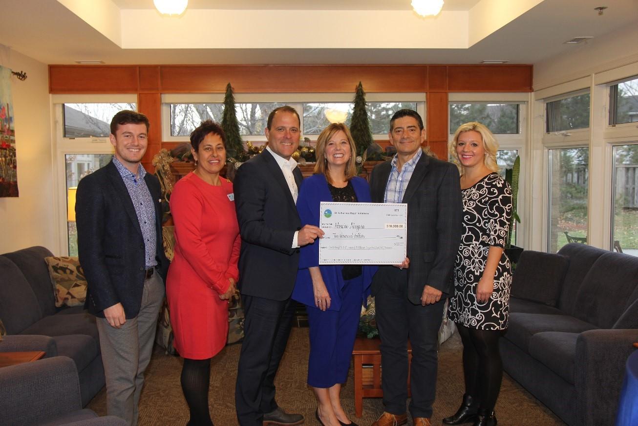 Mayor's Invitational Golf Tournament presents $10,000 to Hospice Niagara